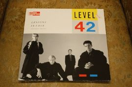 Level 42 - Lessons in love (extended version), 883 956-1, Polydor international 1985 (Maxi-single)